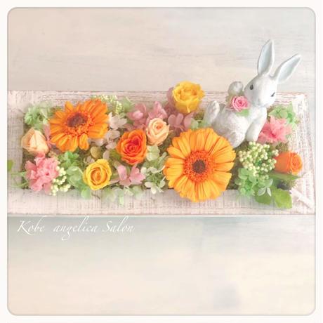 うさぎさん再入荷!プリザーブドフラワーギフト/アレンジ。置き型壁掛けなど、飾る場所やお好みでセレクト。プリザーブドフラワーアレンジ
