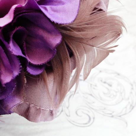 再販開始します!入学式、卒業式に。パープルダリアとフェザーとおリボンのお花コサージュ 髪飾りにも。