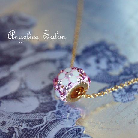 お誕生日に、キュートな母の日ギフトにおススメ。ピンクロンデル スワロフスキーペンダント お花模様 パール付