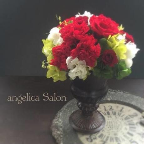 バレンタイン、ホワイトデーにおすすめギフト/還暦祝い・開業祝い・ビジネスギフト・お誕生日!赤いバラ・カーネーション・あじさい、白いイチゴ草のプリザーブドフラワーアレンジ
