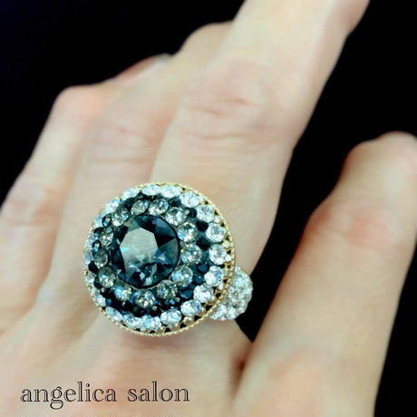 ゴージャスなワイドリング/透明なブラックネイビー スワロフスキー クリスタル/ブラックダイアモンド/大人可愛い指輪/スワロデコ・ボリュームリング