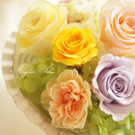 贈り物におすすめ。やわらかい大人パステルのプリザーブドフラワー バラ・カーネーション・あじさい アレンジ。アンティークスィートカラー