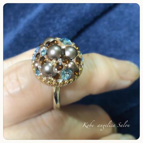 チョコレートブラウンキャビアリング・パールとサファイアのスワロフスキーの上品な華やかさ。フリーサイズ 紺色スワロの指輪