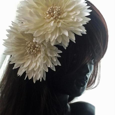 ダリアの髪飾り・重ね付も! アーティフィシャルフラワー ホワイトダリア 花髪飾り