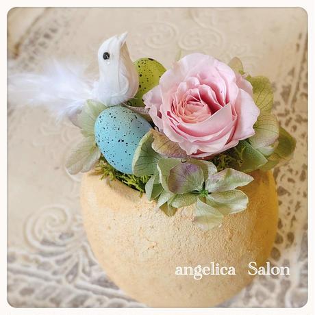 キュートな卵と小鳥のアレンジ プリザーブドフラワー・ピンクのバラ 季節を楽しむフラワーアレンジメント 誕生日 出産祝い 結婚祝い