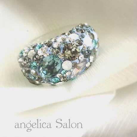 宝石箱のような、コフレシリーズにブルーのグラデーション!スワロフスキー グルーデコ ハンドメイドリング ノンアレルギー プラスティック指輪