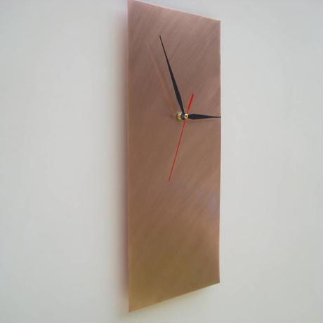 銅の壁時計は手で働いた