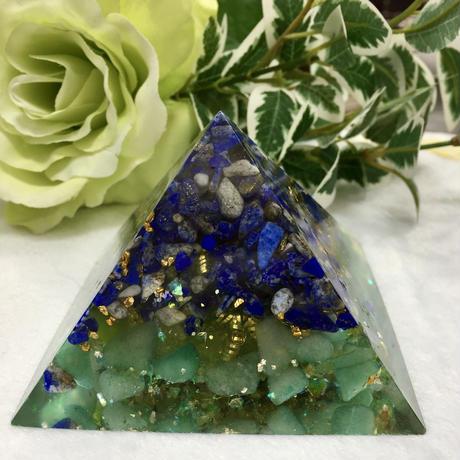 オルゴナイト 大きなピラミット型 ラピスラズリ