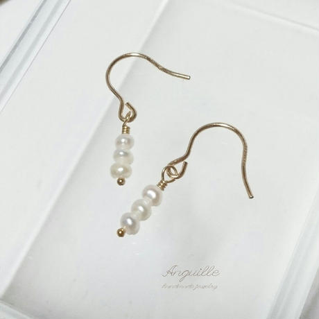 14kgf*Petite Earrings [Three Fresh Water Pearls(W/B)]*