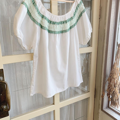 used  us  lace  white blouse