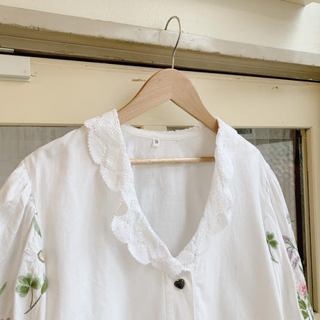 used embroidery white blouse