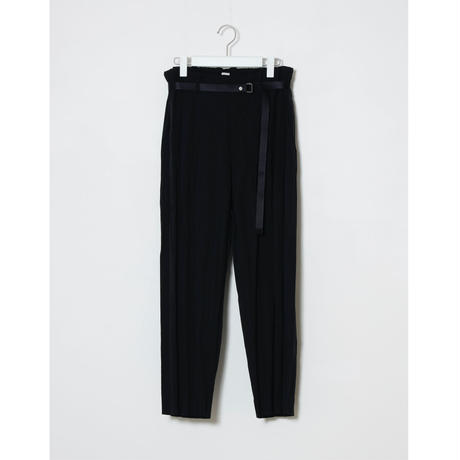 PLEATED PANTS / BLK