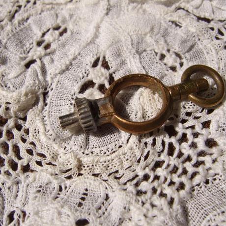 アンティーク懐中時計のカギ a-1395