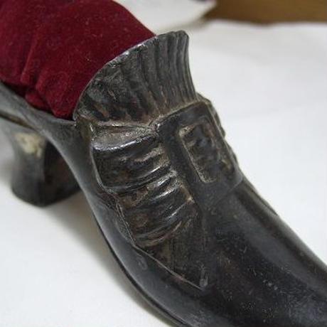 リボン模様の靴型ピンクッション  f-1244