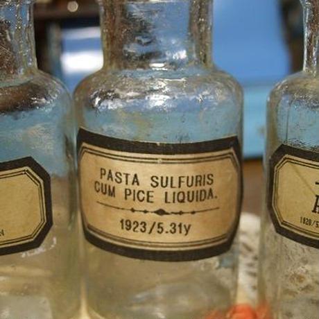 レトロラベル付き気泡が気になるガラスボトル b-134
