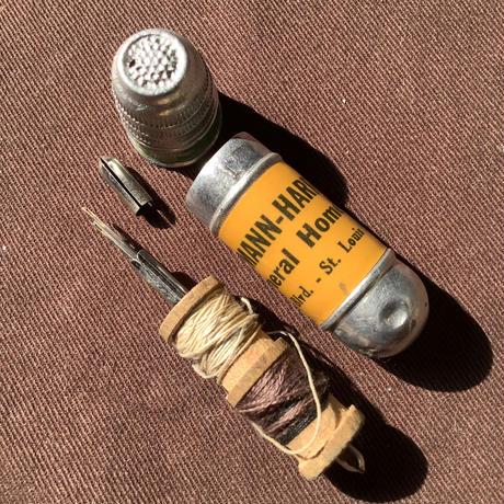 ヴィンテージ携帯ソーイングセット f-1330