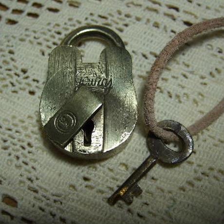 アンティーク南京錠 ミニくまカギ o-233