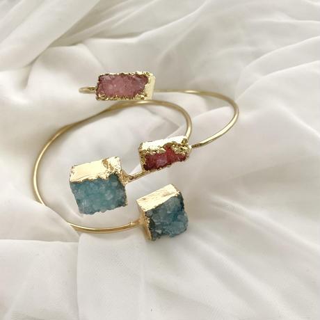 W stone bracelet