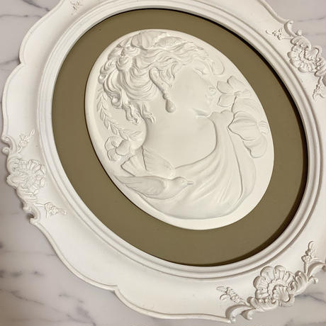 vintage cameo frame(right)