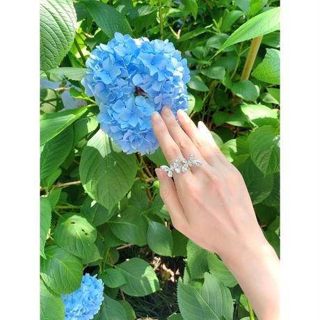 W butterfly ring