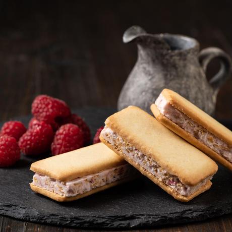 ジャージーミルク&ラズベリー エアインチョコサンドクッキー(12個入り)