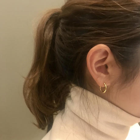 gold ring pierce