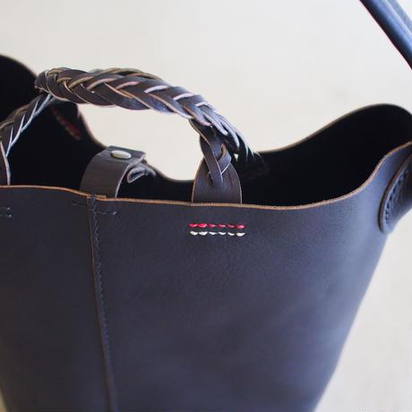 BKTバッグ 01 ブラック  糸ブラック×赤×白