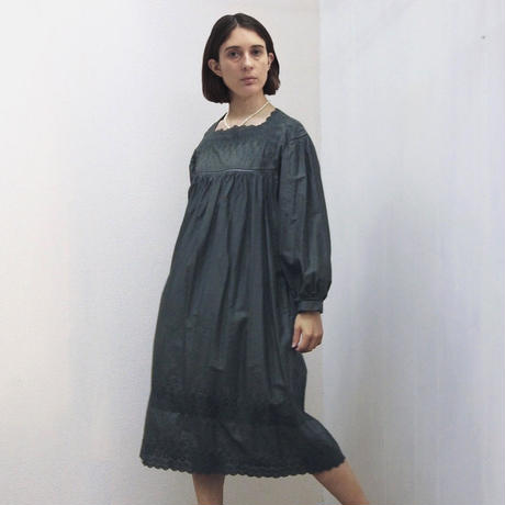 point de Japon / Square Neck Gathered Dress / Khaki Green