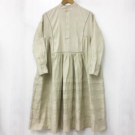 point de Japon / Band Collar Pintuck Gathered Dress / Sand Beige