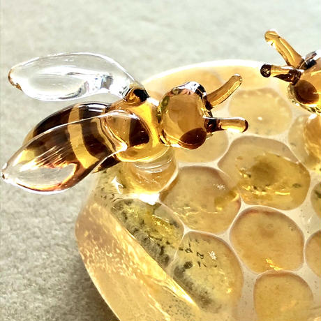 Honey bees paper weight