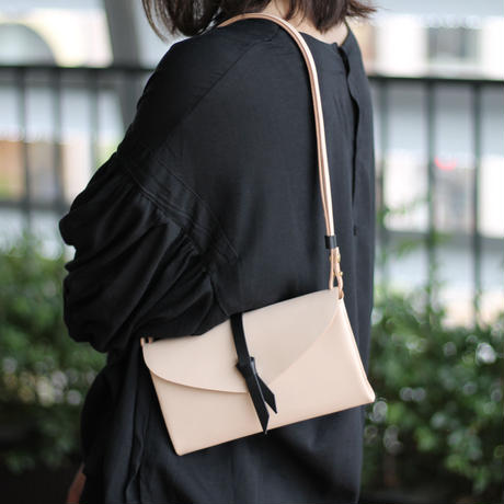 [style&things]  ori shoulder wallet #beige x black