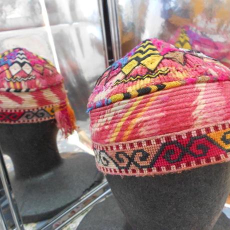 ウズベキスタン ウズベク族UZBEK WOMEN'S CAP56 刺繍女性用帽子51H12cm
