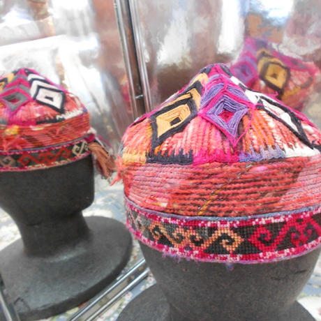 ウズベキスタン ウズベク族UZBEK WOMEN'S CAP42 刺繍女性用帽子51H12cm