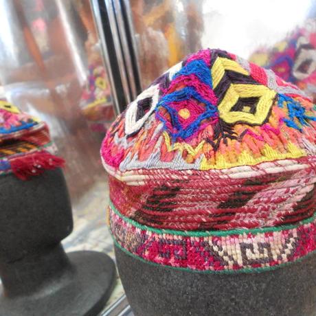 ウズベキスタン ウズベク族UZBEK WOMEN'S CAP23 刺繍女性用帽子48H10cm