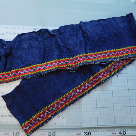 モン族のスカートのボーダー布 no.52  14 x90-100cm 麻布混 Hmong embroidery needlework はぎれ ラオス タイ