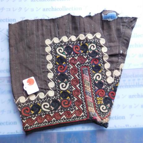 STORES ウズベク族 渦巻き刺繍布NO.8 25X23 CM ウズベキスタン 中央アジア 民族衣装 手仕事 袖 はぎれ