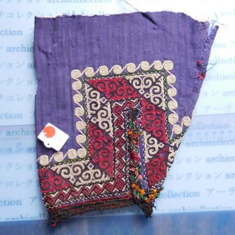 STORES ウズベク族 渦巻き刺繍布NO.10 23X25 CM ウズベキスタン 中央アジア 民族衣装 手仕事 袖 はぎれ