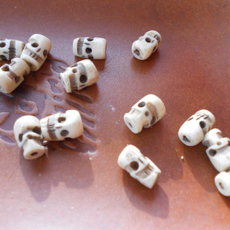 山岳民族用 装飾パーツ 骸骨10個 練物no.5 1.3x0.7cm