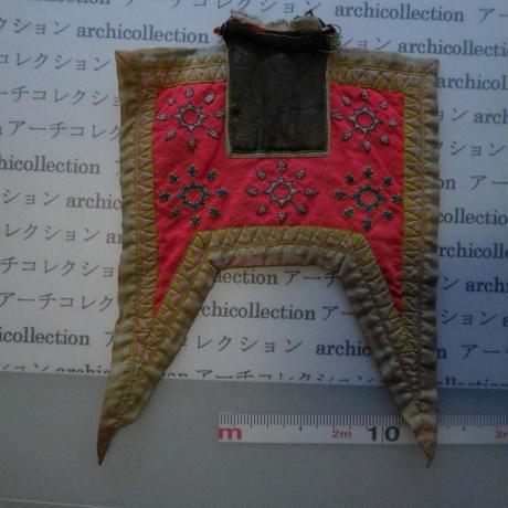 モン族の胸襟飾りWING型 no.25 19x18 cm  Hmong embroidery needlework はぎれ ラオス タイ
