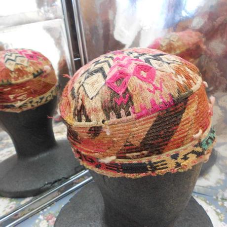ウズベキスタン ウズベク族UZBEK WOMEN'S CAP26 刺繍女性用帽子52H11cm