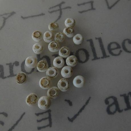 インドネシア 古ガラスビーズ20粒 白 4x2-3mm
