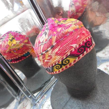 ウズベキスタン ウズベク族UZBEK WOMEN'S CAP32 刺繍女性用帽子50H11cm
