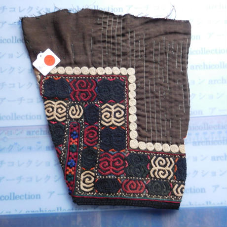 STORES ウズベク族 渦巻き刺繍布NO.13 24X25 CM ウズベキスタン 中央アジア 民族衣装 手仕事 袖 はぎれ