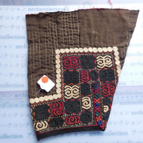 STORES ウズベク族 渦巻き刺繍布NO.16 25X26 CM ウズベキスタン 中央アジア 民族衣装 手仕事 袖 はぎれ