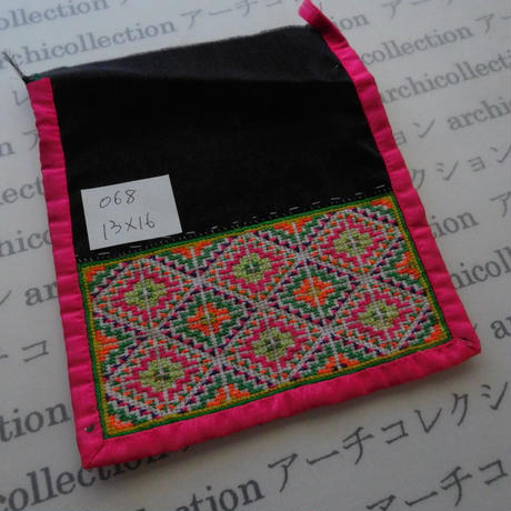 モン族の襟飾り no.68  13x16 cm  Hmong embroidery needlework はぎれ ラオス タイ