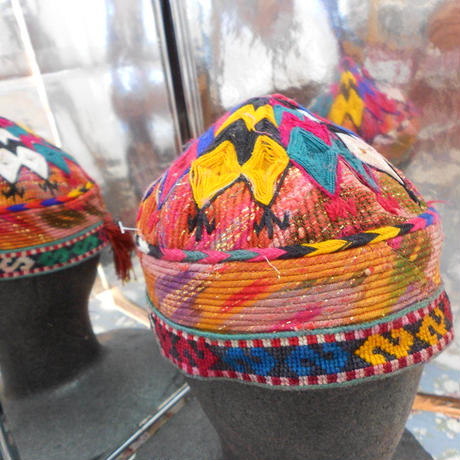 ウズベキスタン ウズベク族UZBEK WOMEN'S CAP54 刺繍女性用帽子55h12cm