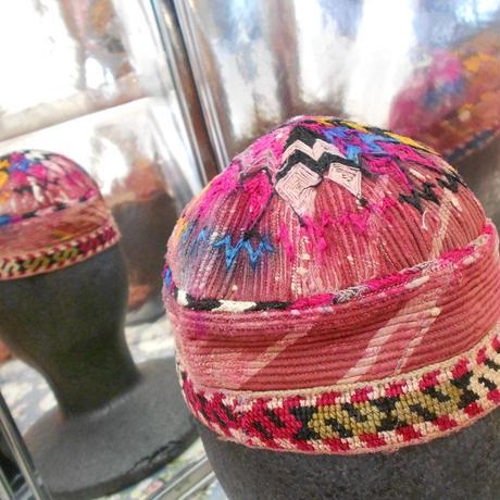 ウズベキスタン ウズベク族UZBEK WOMEN'S CAP39 刺繍女性用帽子49H12cm