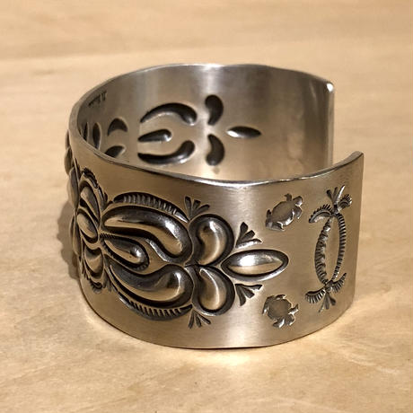 "indian jewelry ""Donvan Cadman(navajo)"" repouse&stamped bangle"