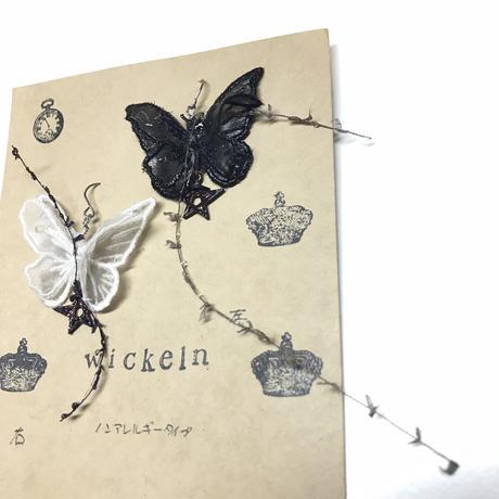 Wickeln/ヴィッケルン 蝶々ピアス  黒白