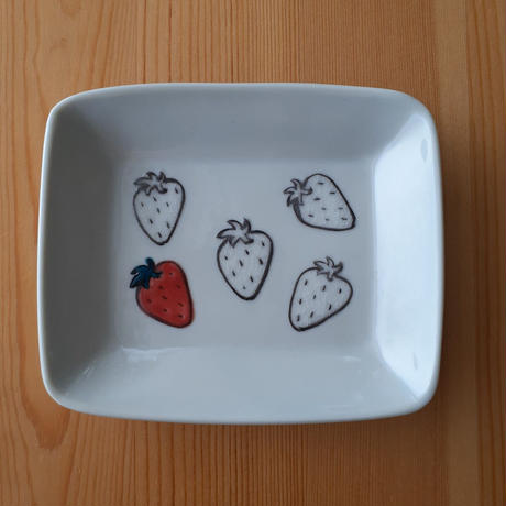 九谷焼 四角皿中 白りんご・パン・アイス・いちご